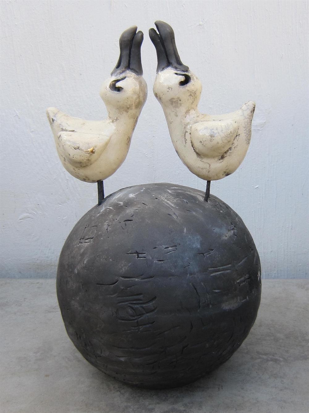 keramik fugle Keramik kugle med 2 fugle af Hanne Munk Kure keramik fugle